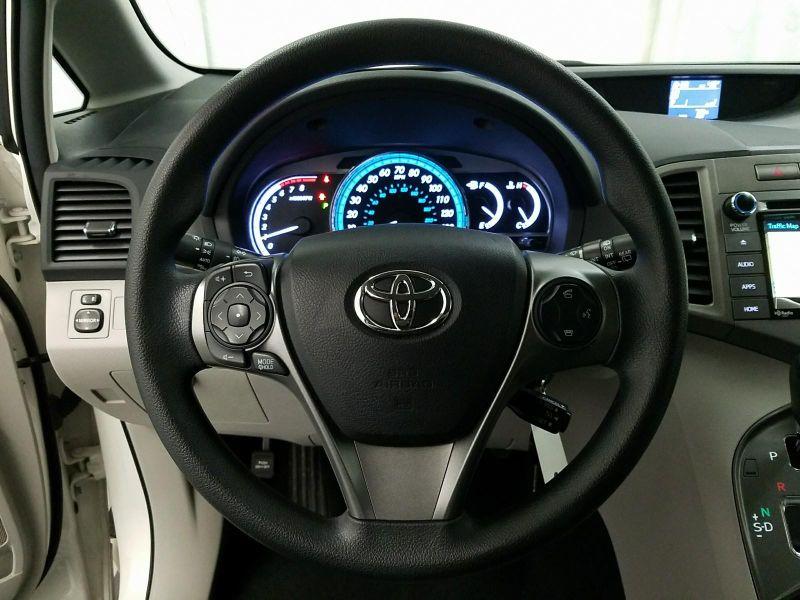 2015 Toyota Venza LE  in Minnetonka, Minnesota