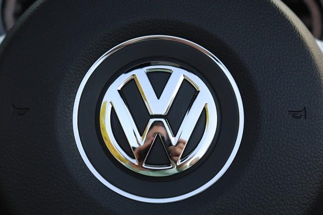 2015 Volkswagen Beetle Convertible 1.8T Mooresville, North Carolina 30