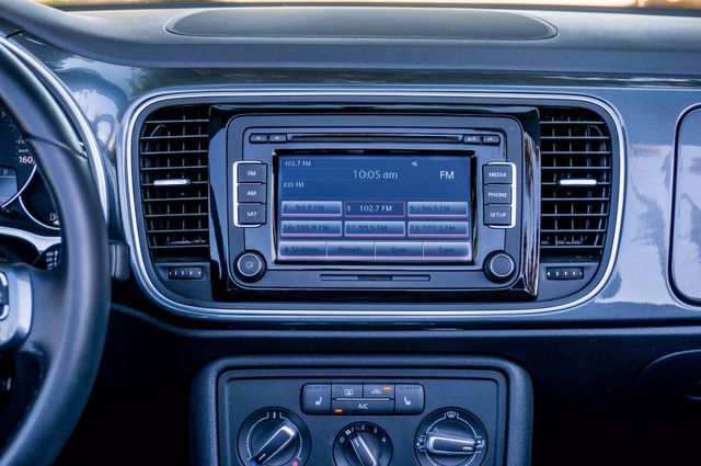 2015 Volkswagen Beetle Convertible 1.8T w/Tech - AUTO - 26K MILES - HTD STS Reseda, CA 26