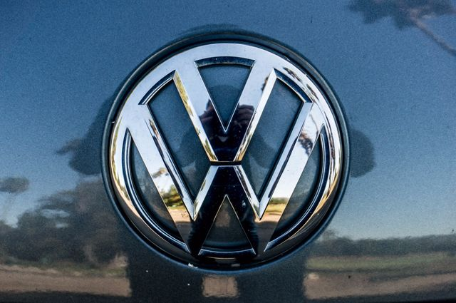 2015 Volkswagen Beetle Convertible 1.8T w/Tech - AUTO - 26K MILES - HTD STS Reseda, CA 35