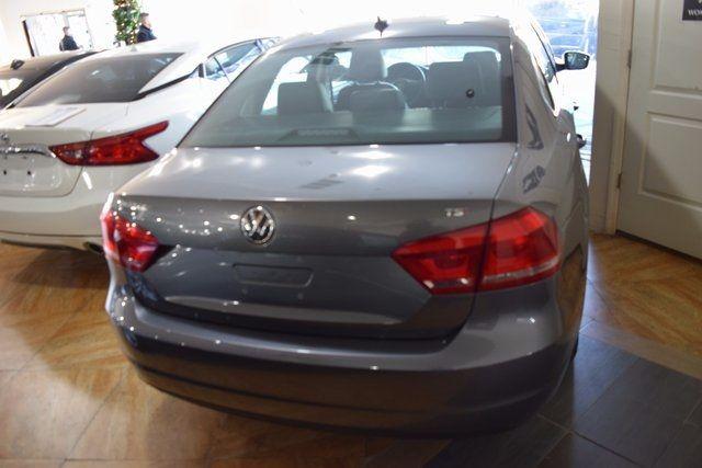 2015 Volkswagen Passat 1.8T Limited Edition Richmond Hill, New York 4