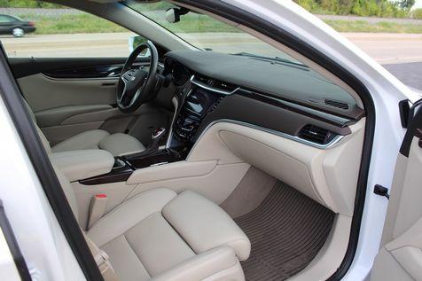 2016 Cadillac XTS Premium Collection | Granite City, Illinois | MasterCars Company Inc. in Granite City, Illinois