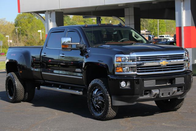 2016 Chevrolet Silverado 3500HD High Country Crew Cab 4x4 - LIFTED - DRIVER ALERT! Mooresville , NC 24