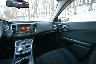 2016 Chrysler 200 Limited Naugatuck, Connecticut 17