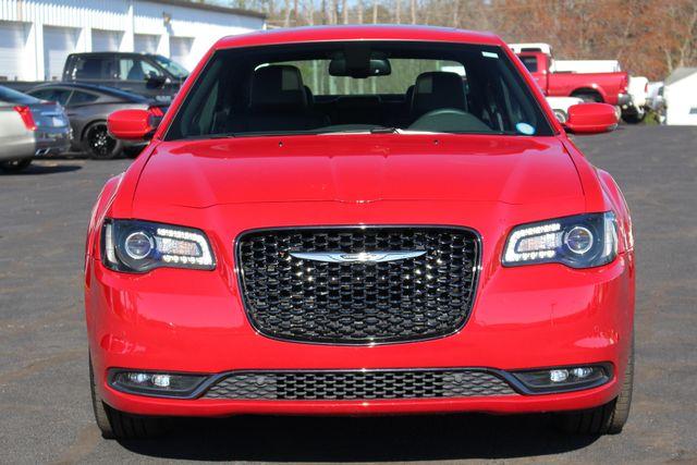 2016 Chrysler 300 300S AWD W/ PREMIUM GRP - NAV - PANO SUNROOFS! Mooresville , NC 18