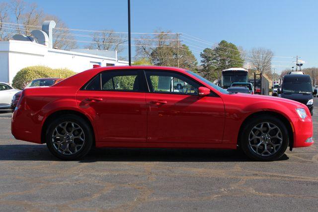 2016 Chrysler 300 300S AWD W/ PREMIUM GRP - NAV - PANO SUNROOFS! Mooresville , NC 16