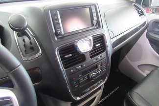 2016 Chrysler Town & Country Touring W/ DVD/ BACK UP CAM Chicago, Illinois 19