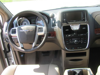 2016 Chrysler Town & Country Touring Dickson, Tennessee 10