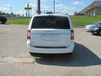 2016 Chrysler Town & Country Touring Dickson, Tennessee 3