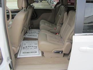 2016 Chrysler Town & Country Touring Houston, Mississippi 8