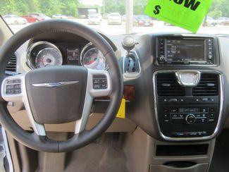 2016 Chrysler Town & Country Touring Houston, Mississippi 12
