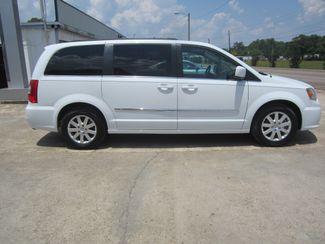 2016 Chrysler Town & Country Touring Houston, Mississippi 3