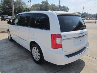 2016 Chrysler Town & Country Touring Houston, Mississippi 4