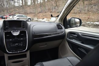 2016 Chrysler Town & Country Touring Naugatuck, Connecticut 8
