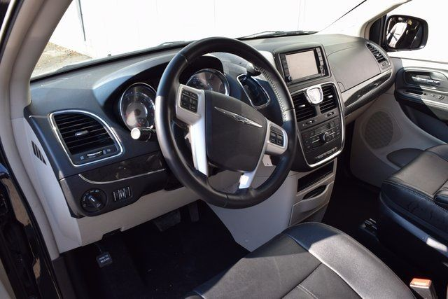 2016 Chrysler Town & Country Touring Richmond Hill, New York 12