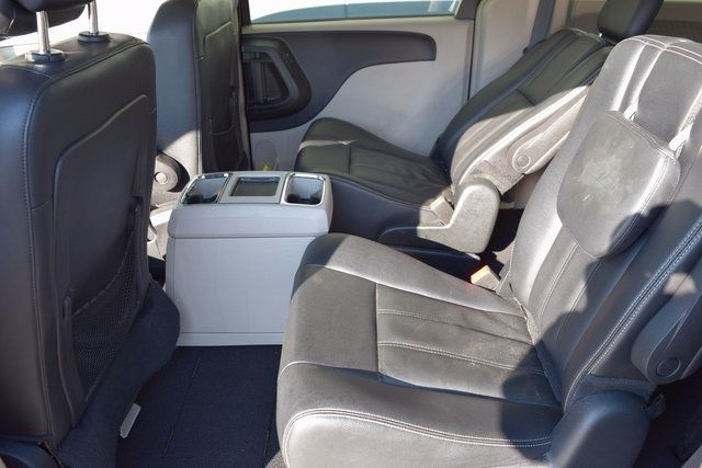 2016 Chrysler Town & Country Touring Richmond Hill, New York 8