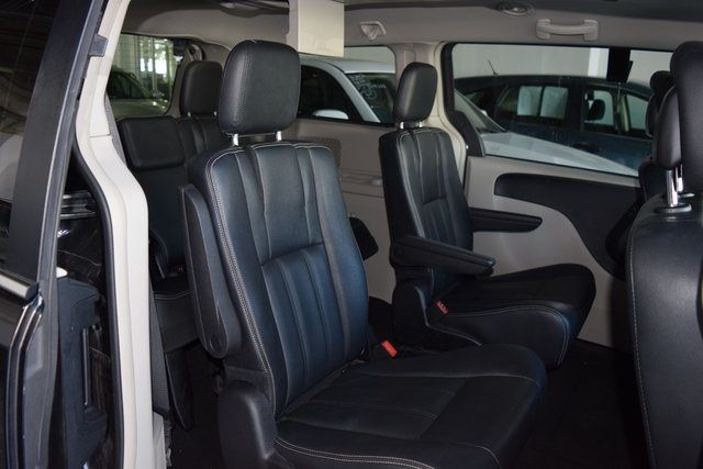 2016 Chrysler Town & Country Touring Richmond Hill, New York 14