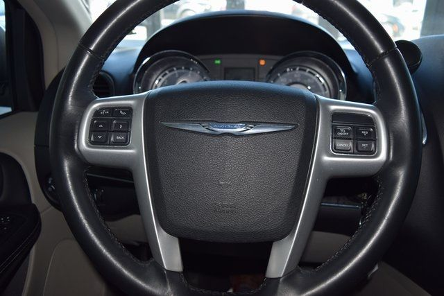 2016 Chrysler Town & Country Touring Richmond Hill, New York 25