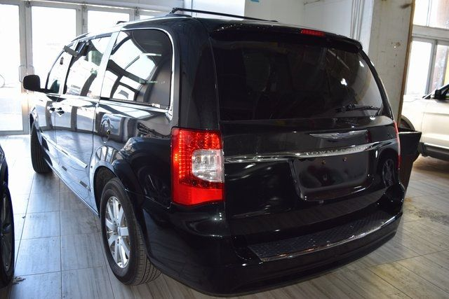 2016 Chrysler Town & Country Touring Richmond Hill, New York 3