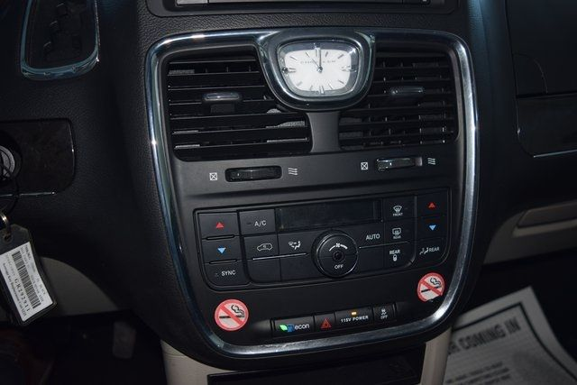 2016 Chrysler Town & Country Touring Richmond Hill, New York 30