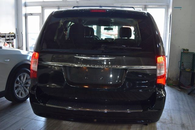 2016 Chrysler Town & Country Touring Richmond Hill, New York 4