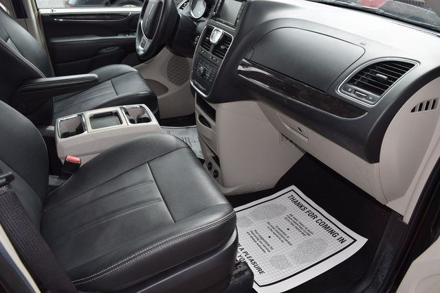 2016 Chrysler Town & Country Touring Richmond Hill, New York 18