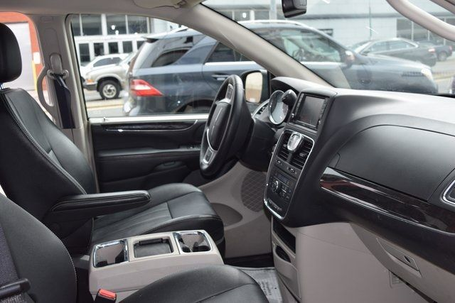 2016 Chrysler Town & Country Touring Richmond Hill, New York 19