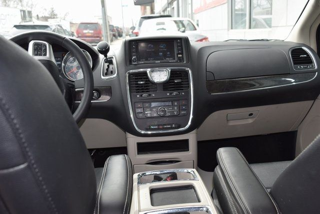 2016 Chrysler Town & Country Touring Richmond Hill, New York 28