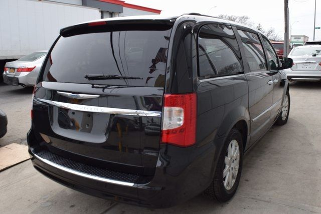 2016 Chrysler Town & Country Touring Richmond Hill, New York 5