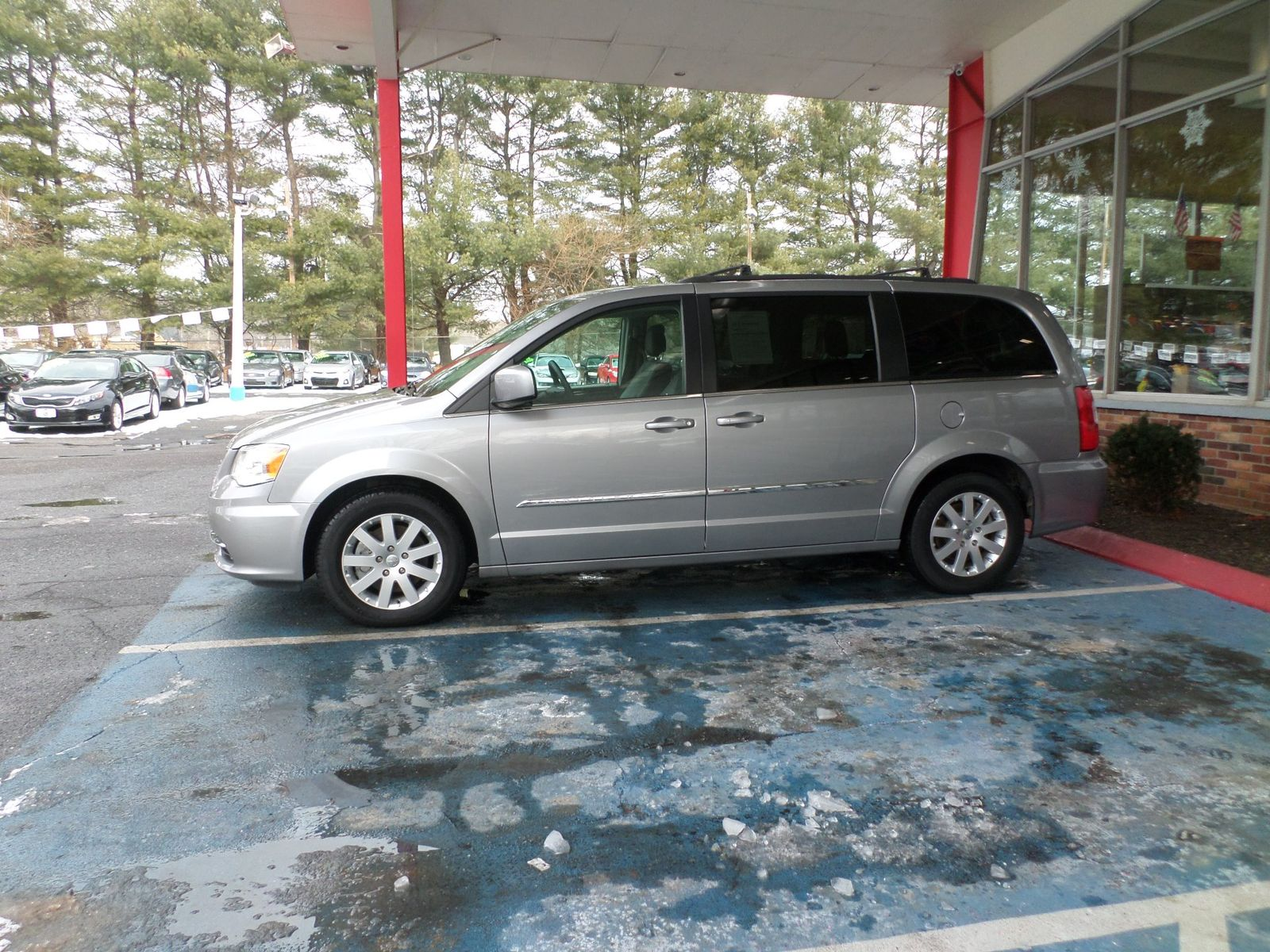 inventory vehicle img used in en moncton touring country chrysler town and