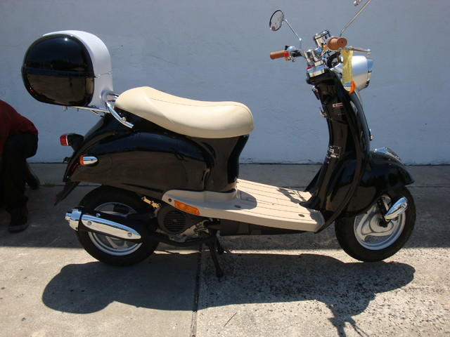 2016 Daix 49cc scooter retro Daytona Beach, FL 1