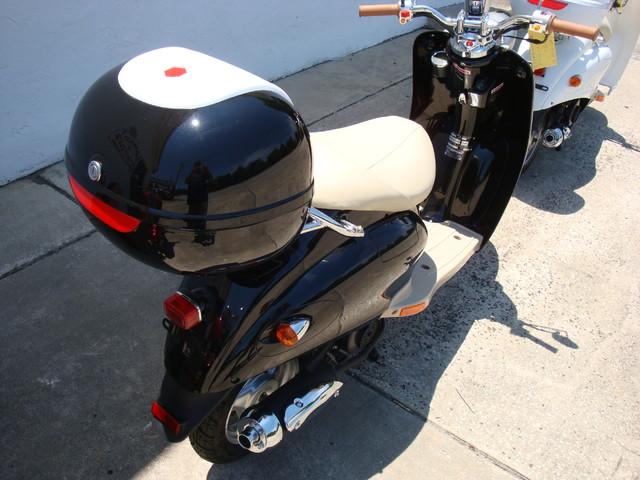 2016 Daix 49cc scooter retro Daytona Beach, FL 4