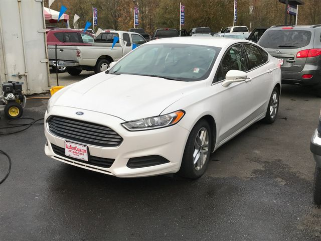 2016 Ford Fusion SE Oxford White 2016 Ford Fusion SE FWD 6-Speed Automatic 25L iVCT Fusion SE 4D