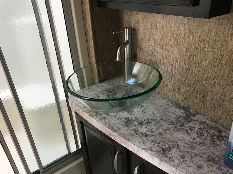 2016 Grand Design Momentum 397TH 2 Full baths with 5500 Onan Generator  city FL  Manatee RV  in Palmetto, FL