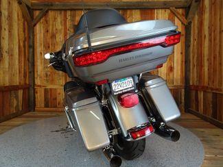2016 Harley-Davidson Electra Glide® Ultra Classic Anaheim, California 12