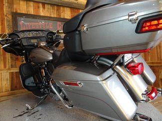 2016 Harley-Davidson Electra Glide® Ultra Classic Anaheim, California 13