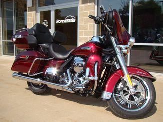 2016 Harley-Davidson Electra Glide® Ultra Classic® Bettendorf, Iowa 16