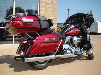 2016 Harley-Davidson Electra Glide® Ultra Classic® Bettendorf, Iowa 13