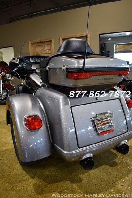 2016 Harley-Davidson FLHTCUTG TRI GLIDE ULTRA CLASSIC TRIKE TRI GLIDE TRIKE McHenry, Illinois 7