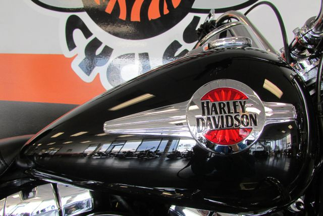 2016 Harley-Davidson Softail® Heritage Softail® Classic Arlington, Texas 17