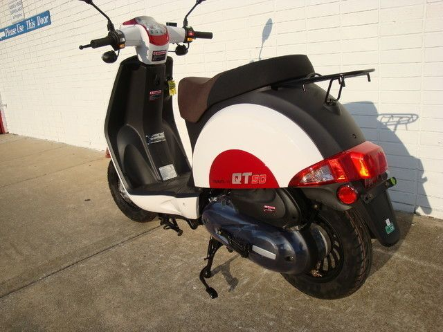 2016 Hyosung Scooter Daytona Beach, FL 4