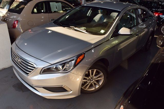 2016 Hyundai Sonata 2.4L SE Richmond Hill, New York 1