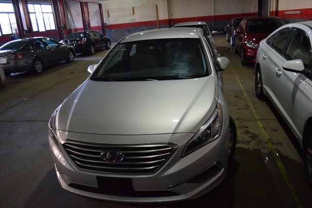 2016 Hyundai Sonata 2.4L SE Richmond Hill, New York 2