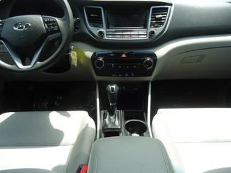 2016 Hyundai Tucson SE. BACK UP CAMERA. ALLOY. PWR SEAT SEFFNER, Florida 21