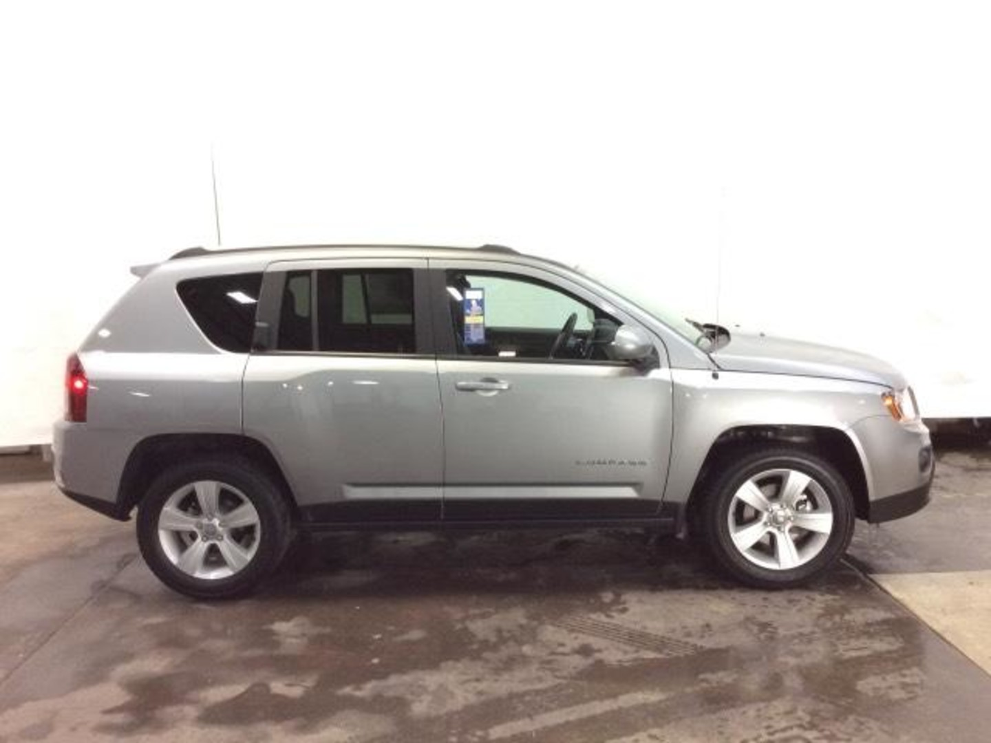 jeep compass latitude 2017 jeep compass latitude first drive review will it be a segment. Black Bedroom Furniture Sets. Home Design Ideas
