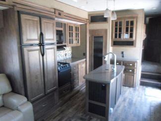 2016 Keystone Avalanche 300RL Salem, Oregon 9