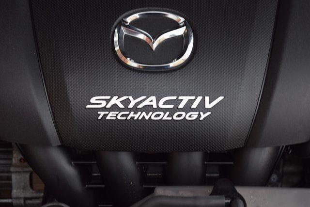 2016 Mazda Mazda3 i Sport Richmond Hill, New York 3