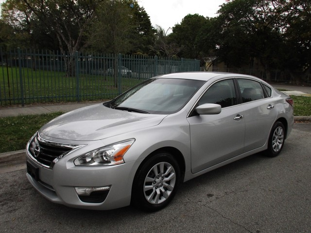 2016 Nissan Altima 25 S Come and visit us at oceanautosalescom for our expanded inventoryThis o