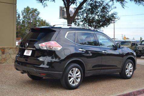 2016 Nissan Rogue SV LOW MILES | Arlington, Texas | McAndrew Motors in Arlington, Texas