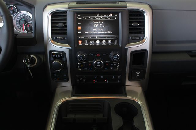 2016 Ram 1500 Big Horn Crew Cab 4x4 - HEATED BUCKETS! Mooresville , NC 8